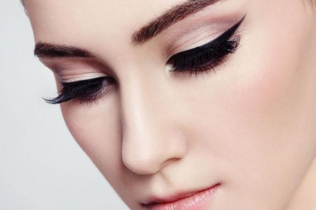 стрелки в макияже глаз