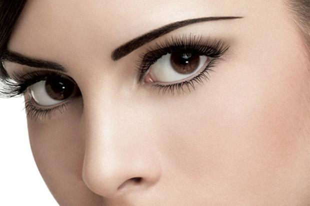 выразительные темно-карие глаза