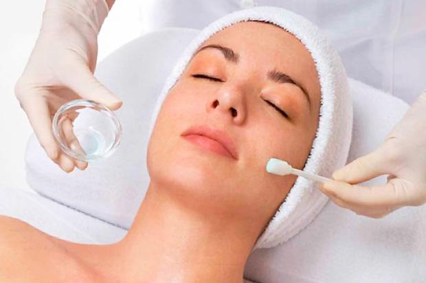 нанесение феруловой кислоты на кожу